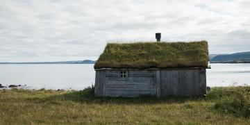 Alte Torfdächer in Norwegen.
